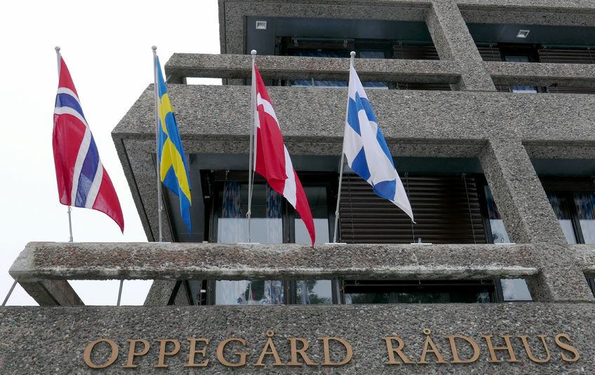 Nordens flagg2 med flagg fra rådhuset