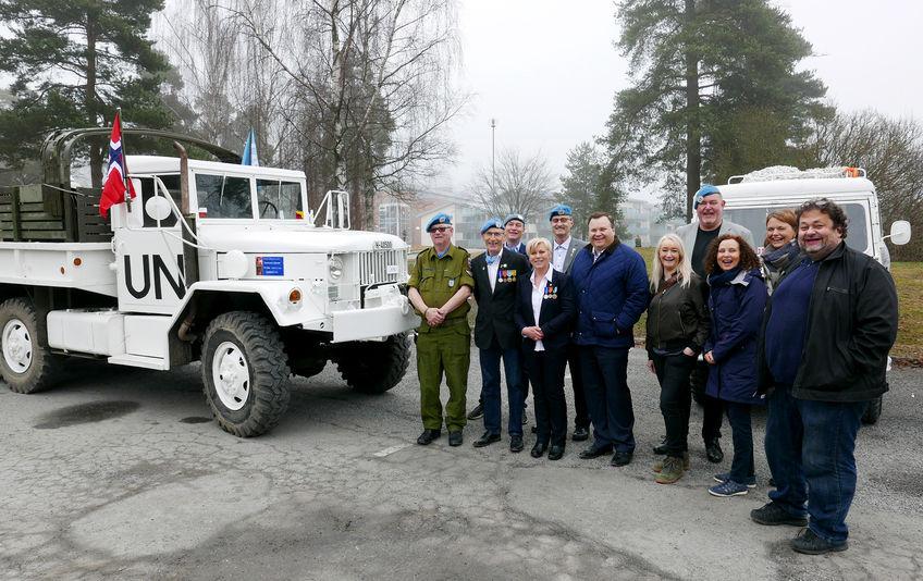 UNIFIL-veteraner serverte frokost ved rådhuset til blant annet ordfører Thomas Sjøvold.