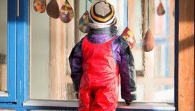 Bilde av barn i regn