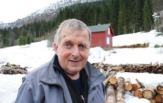 Jostein Ness jobber ute stort sett hver dag, han er glad i hardt arbeid og fysisk aktivitet. Foto: Roy-Morten Østerbøl.