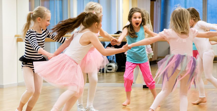 Bilde av jenter som danser