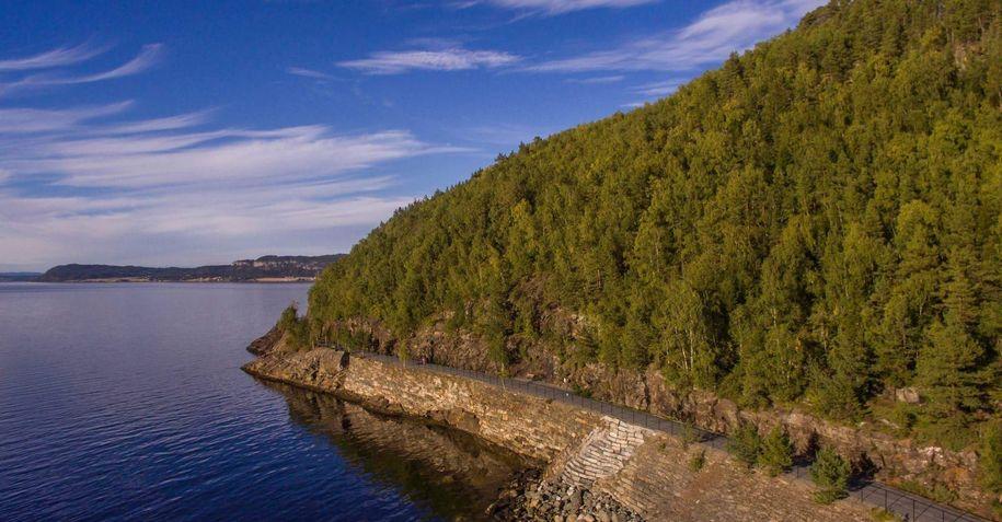 Oversiktsbilde av Malvikstien, der den går på samme trase som jernbanen gjorde fra Hommelvik til Muruvik