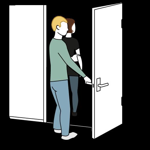 ledsager er gått gjennom dør, bruker holder i ledsager og lukker døra