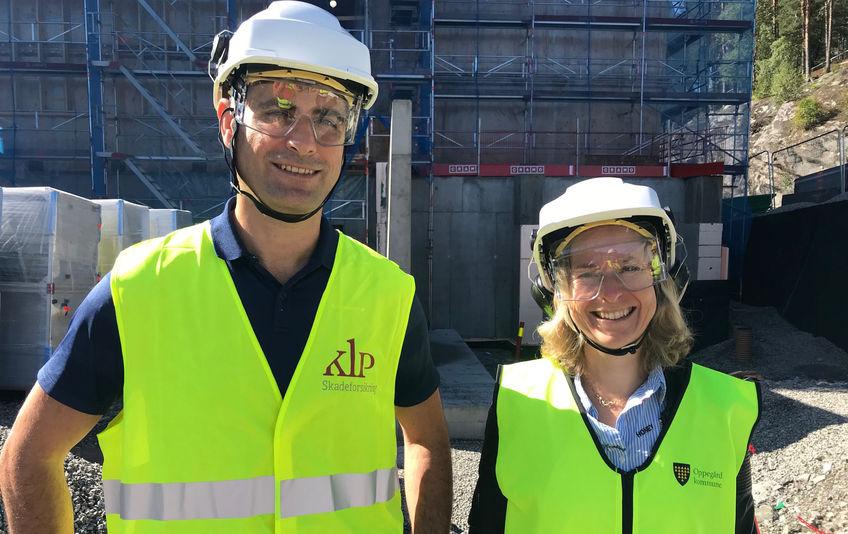 Flott å se at bygget har kommet så langt som det har nå, sa prosjektsjef Alan Raouf da han var på befaring på byggeplassen sammen med prosjektleder Aud Val.