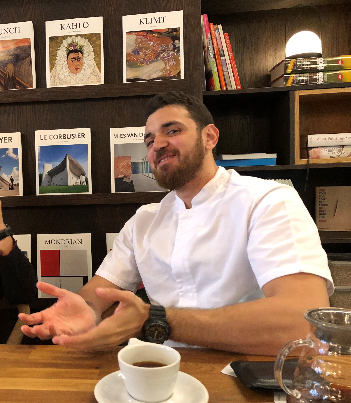 Malvik kommune har gode resultater av introduksjonsprogram for nyankomne innvandrere - artikkelbilde - Ghaith Al-kohlossi fra Syria, som lærer norsk ved å jobbe på Sellanraa i Trondheim. Han er i gang med en sivilingeniørgrad ved NTNU.