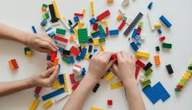 Barnas bibliotek. Lego. Artikkelbilde