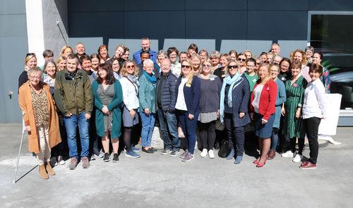 Fellesbilde av cirka femti rådgivere og ledere ved NKDB.