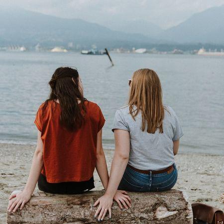 To damer snakker[1]