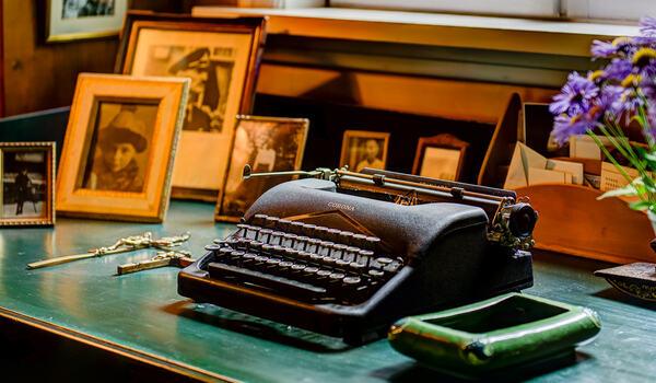 Sigrid Undsets skrivebord (Foto Ian Brodie)