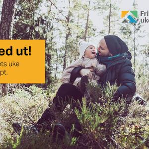 Mann og lite barn i skogen, promotering for Friluftslivets uke 2020, 5.-13. september