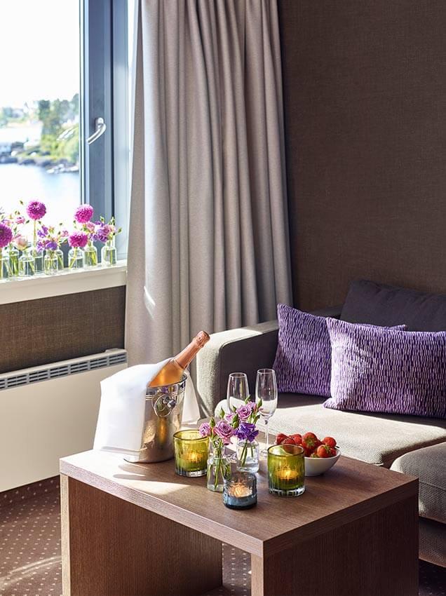 Blomster-på-hotellrommet.jpg