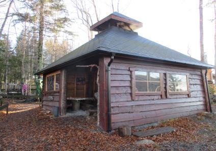 Årsplan 2020 - Vikhammeråsen barnehage - hytte.jpg