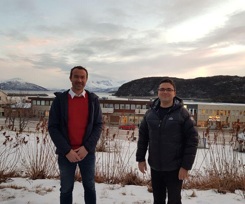 Ordfører Ørjan Albrigtsen og påtroppende kommuneoverlege Titus Baston ønsker alle velkommen hjem!
