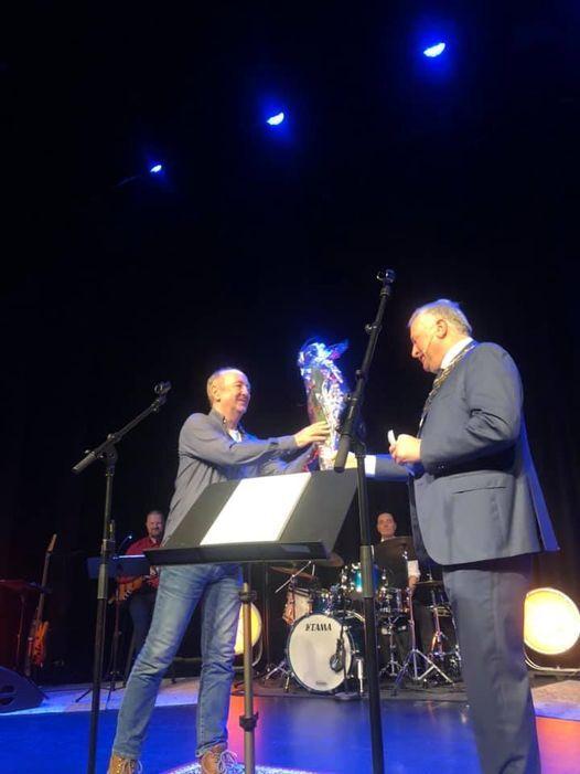 Tor E. Wiig mottok Alstahaug kommunes kulturpris for 2020. Foto: Julie Arstad.