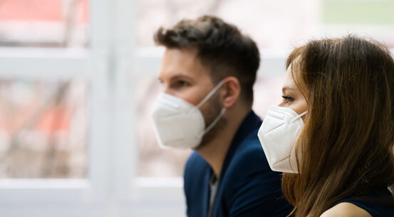 46667470-business-people-employees-wearing-medical-mask