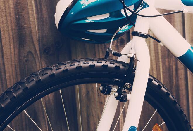 Sykkel og hjelm