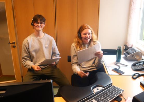 Trym og Mie jobber ved kommunens servicekontor i sommer.