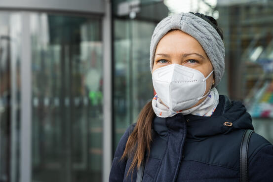 46435038-woman-traveling-on-public-transport-in-face-mask