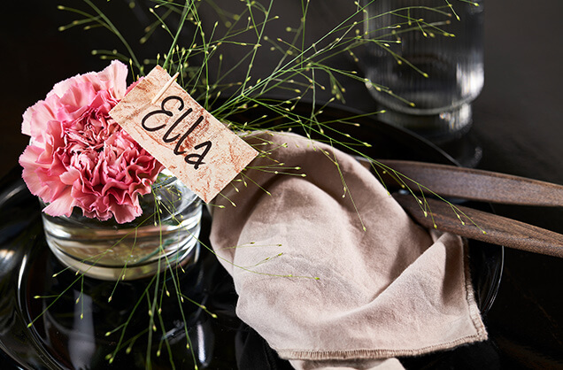 Bordkort i en blomst