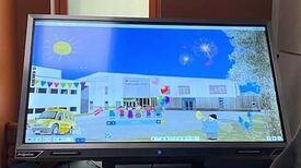 Illustrasjon av ny skole på dataskjerm.