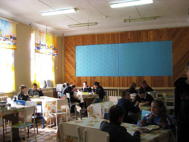 Varm lunsj p� Solovki skole  1